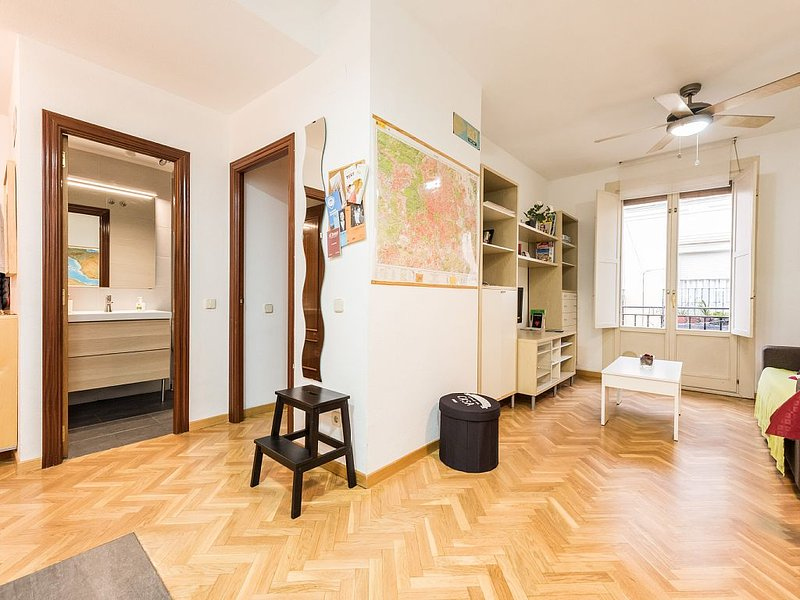 Modern apartment located in a historic building. WIFI, holiday rental in Madrid