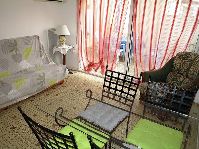 Les Sables d'Olonne, 100m de la mer, rdc maison avec cour ensoleillée. ( 2 **), aluguéis de temporada em Les Sables-d'Olonne