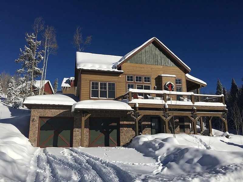 3BD Winter Park Cabin, Wrap Around Deck with Spectacular Views, Private Hot Tub, vacation rental in Fraser
