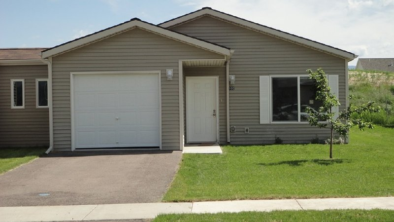 Cute Newer 3bd 2 BA Townhouse in Kalispell Convenient Location, alquiler de vacaciones en Kila
