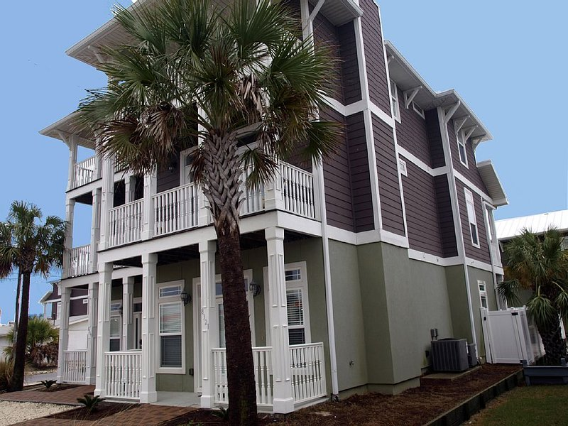 Luxury Beach House: 3 King Beds, Bunks, HEATED PRIVATE POOL - 5 Baths, vacation rental in Panama City Beach