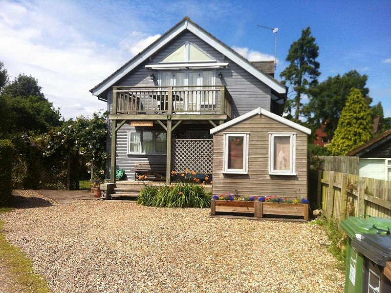 Waterside House With Garden (3 Bedrooms - Sleeps 5), vacation rental in Norwich