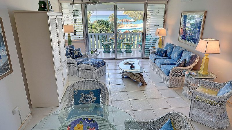 Cayman comfort and privacy with a fantastic view!
