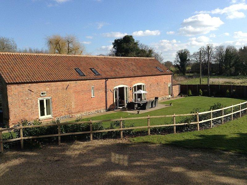 Chestnut Barn, Aldborough, Norfolk | Spacious high spec barn conversion, holiday rental in Itteringham