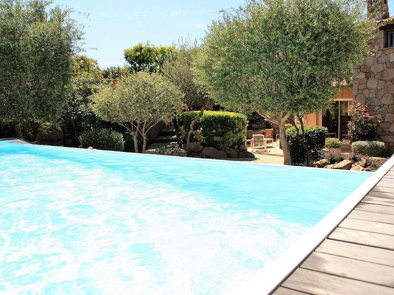 Villa en pierre avec piscine privée chauffée 2 km de Santa Giulia/Palombaggia, aluguéis de temporada em Porto-Vecchio