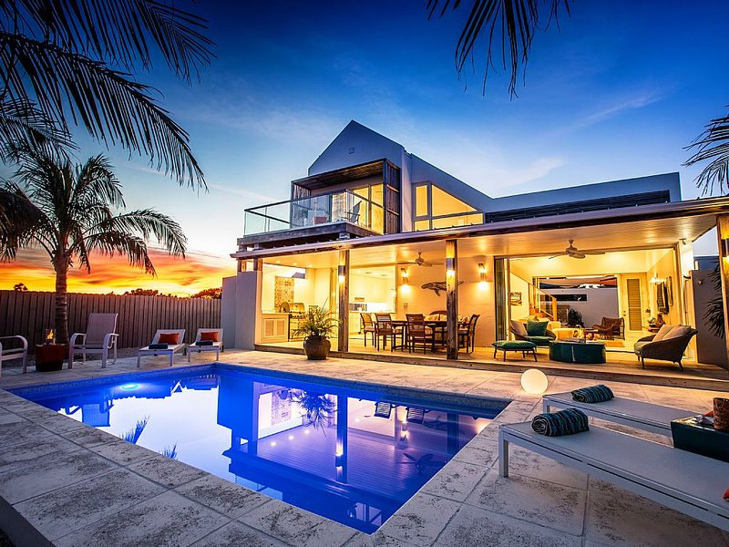 Sunset One Beach Villa - Golf Cart, Kayaks, and Paddleboards Inclusive, holiday rental in Providenciales