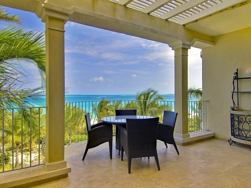 SPECTACULAR VIEWS & VALUE!  2BR OCEANFRONT PENTHOUSE-SUITE 302.  MAY SPECIAL!, holiday rental in Providenciales