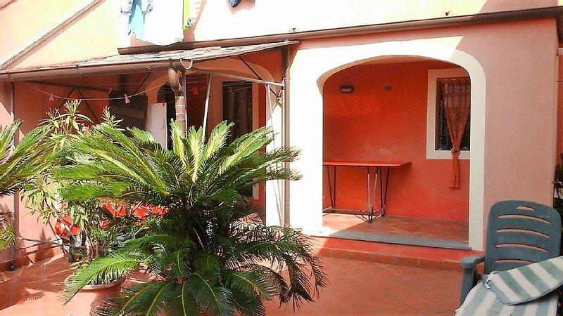 Panorama-Wohnung für bis zu 4 Personen mit große Terrasse und Meerblick, holiday rental in Piano di Mommio