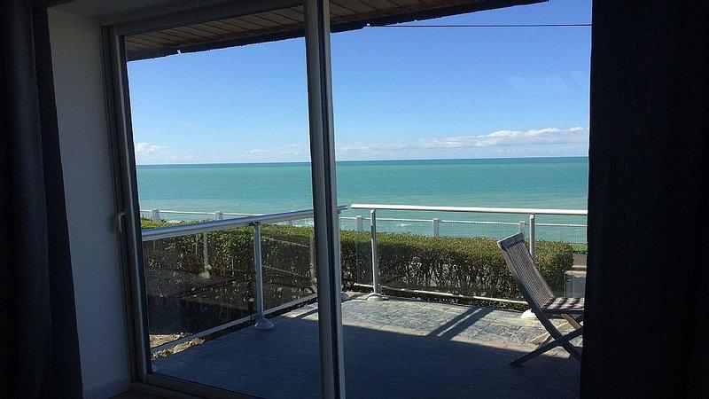 NOUVEAU front de mer proche plage, jardin dior et proximité granville, alquiler vacacional en Longueville
