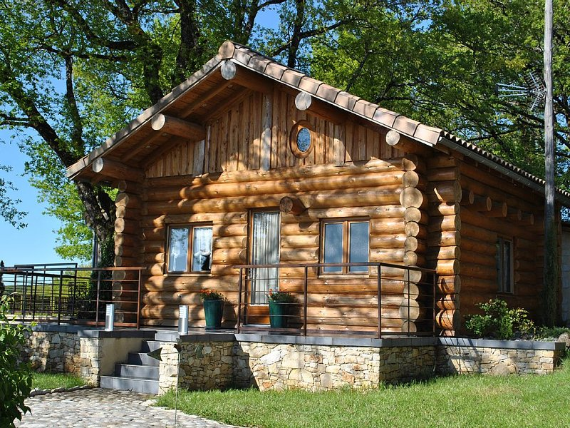 CHALET/GITE INSOLITE en RONDINS 5 pers AVEC SPA, holiday rental in Aveyron