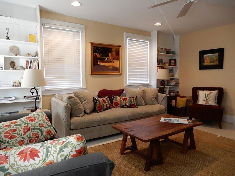 Convenient Spacious Condo in Downtown Charleston, vacation rental in Charleston