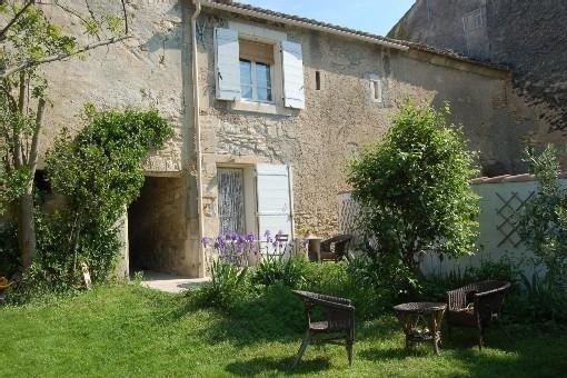 Maison de village 70 m2 à Fontvieille Provence avec jardin pour 6 pers, vacation rental in Arles