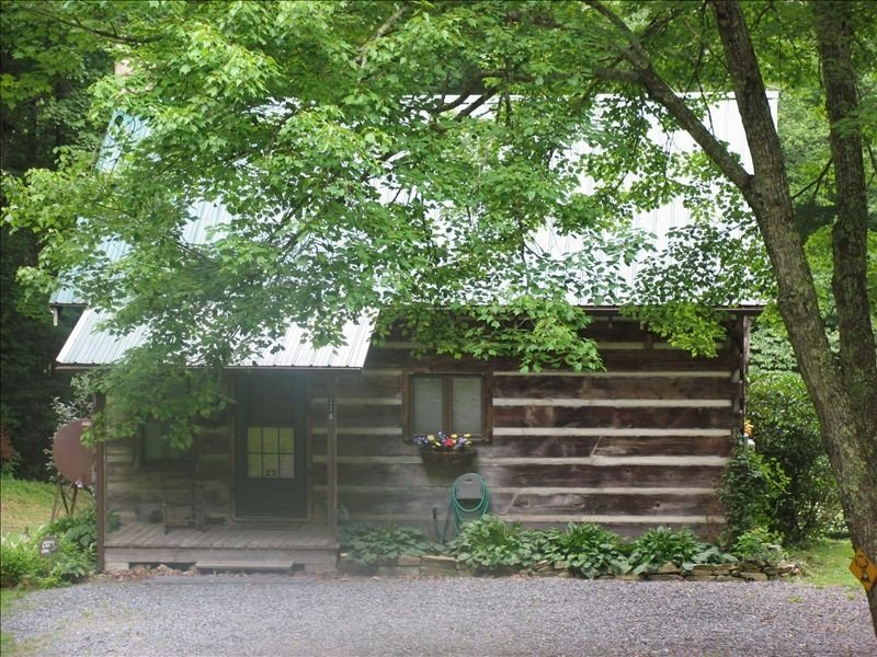 SPECIAL - Free nt W/ Every 3 Pd Nts, Close to Boone & ASU, holiday rental in Sugar Grove