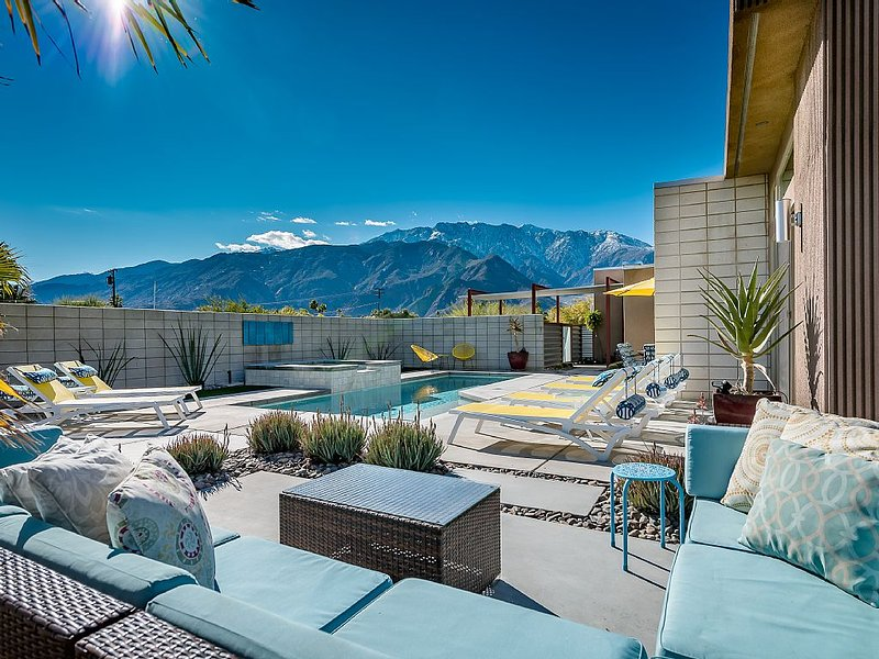 New, Spacious and Elegant with Modern Comfort, Mountain Views!, alquiler de vacaciones en Palm Springs