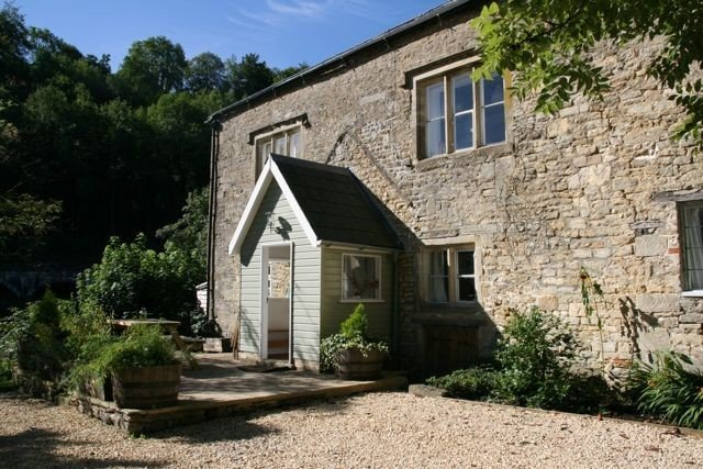 2 Bed Cottage in Idyllic Cotswold Valley of Chalford, location de vacances à Minchinhampton