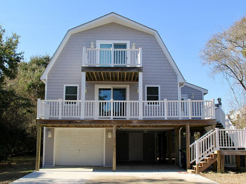 'Son Rise Castle' ~ Completely Remodeled Ocean Side Home ~  400 FT to BEACH, holiday rental in Cedar Point
