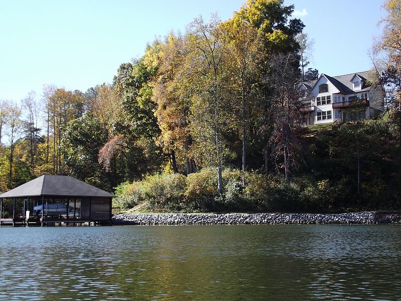 On The Lake, Beautiful All Year Round, location de vacances à Cave Spring