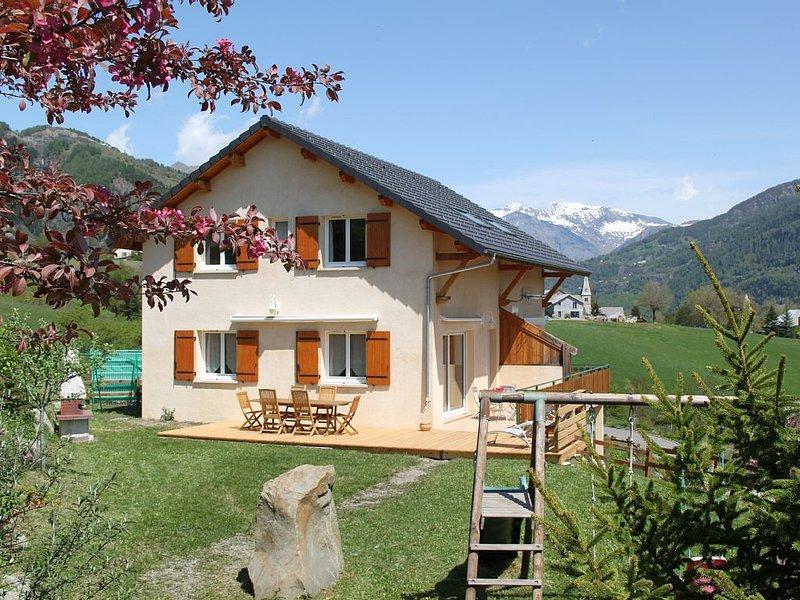 Au coeur de la vallée du champsaur ,chaleureuse location classée 3* avec jardin, casa vacanza a Ancelle