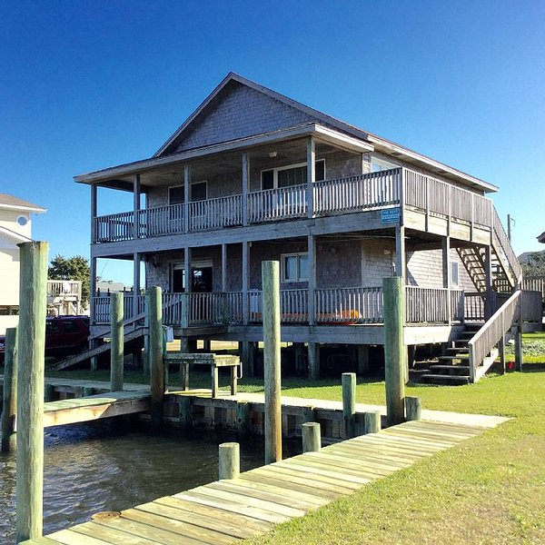 Soundfront Property With Gorgeous Sunsets And Easy Access For Water Sports!!, location de vacances à Hatteras
