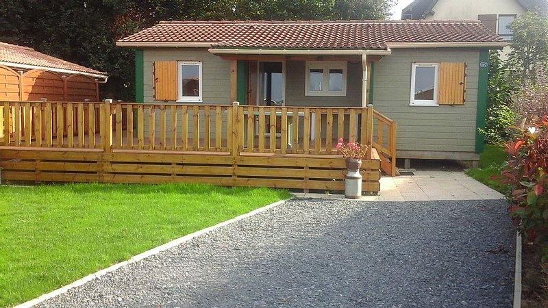 Chalet 8 personnes. Tout confort en résidence de bord de mer, holiday rental in Grandcamp-Maisy