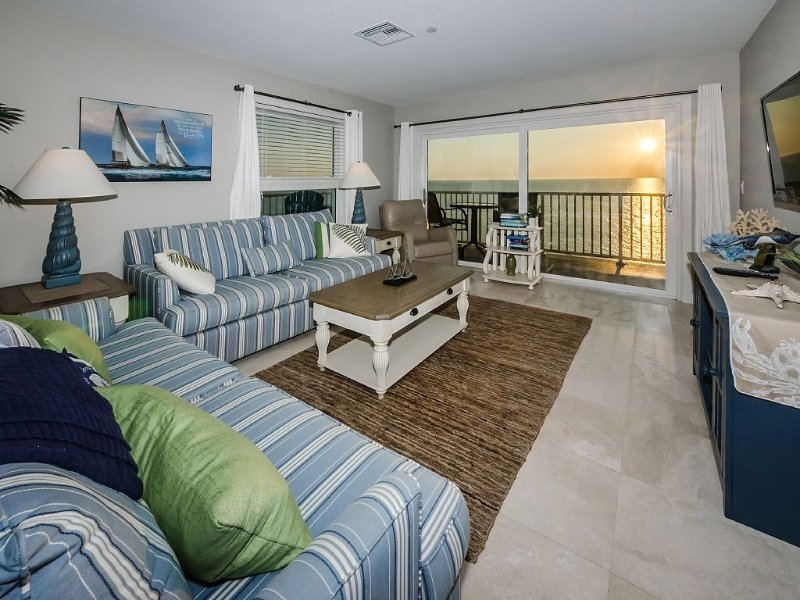 Beach Front, Ocean View, Top Floor, Corner Unit, Completely Renovated, vacation rental in Indian Shores