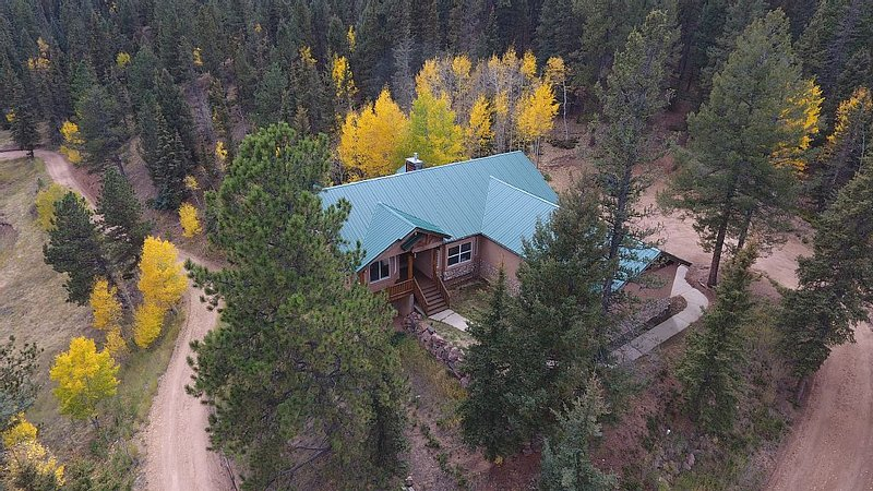 Exec. Home on 50 Acres - Trout Ponds, alquiler de vacaciones en Woodland Park
