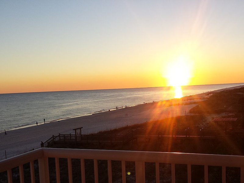 Direct Gulf Front ~ End Unit ~ Fabulous Views ~ Sandy Key 3 BR / 2 BA, location de vacances à Perdido Key