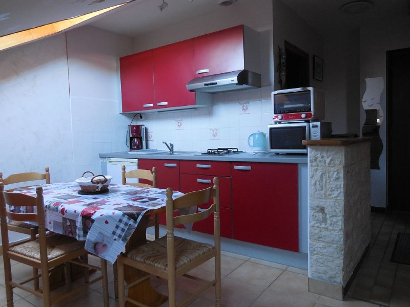 Comfortable F1 - 4 pers - Village center - Wifi, holiday rental in Echallon