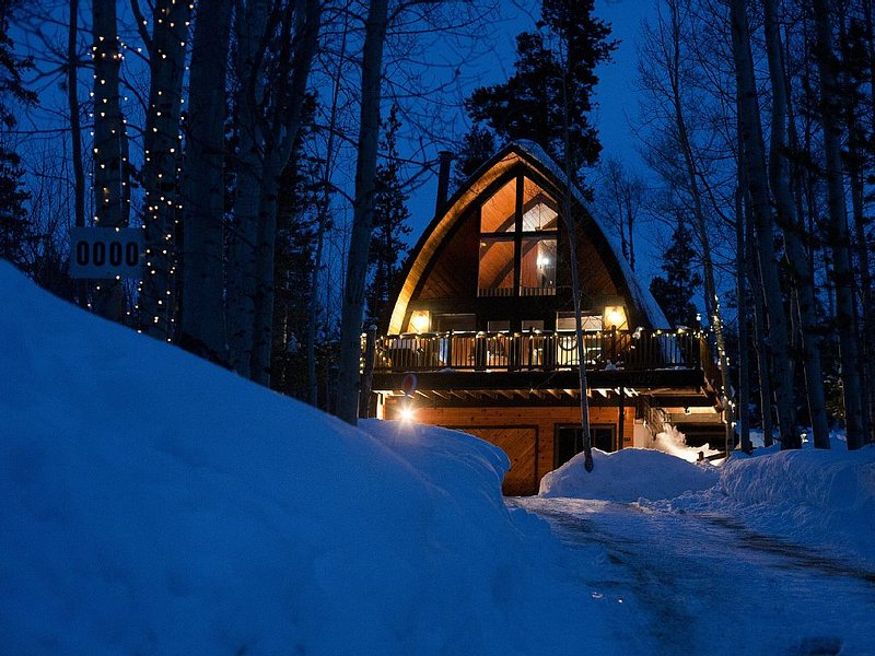 Silver Aspen Rustic Mountain Chalet - Private, Scenic, Backs to National Forest, alquiler de vacaciones en Silverthorne