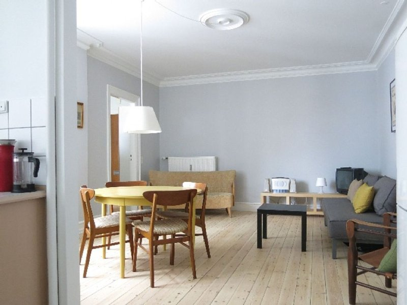 City Apartment in Kopenhagen mit 1 Schlafzimmern 2 Schlafplätzen, vacation rental in Copenhagen