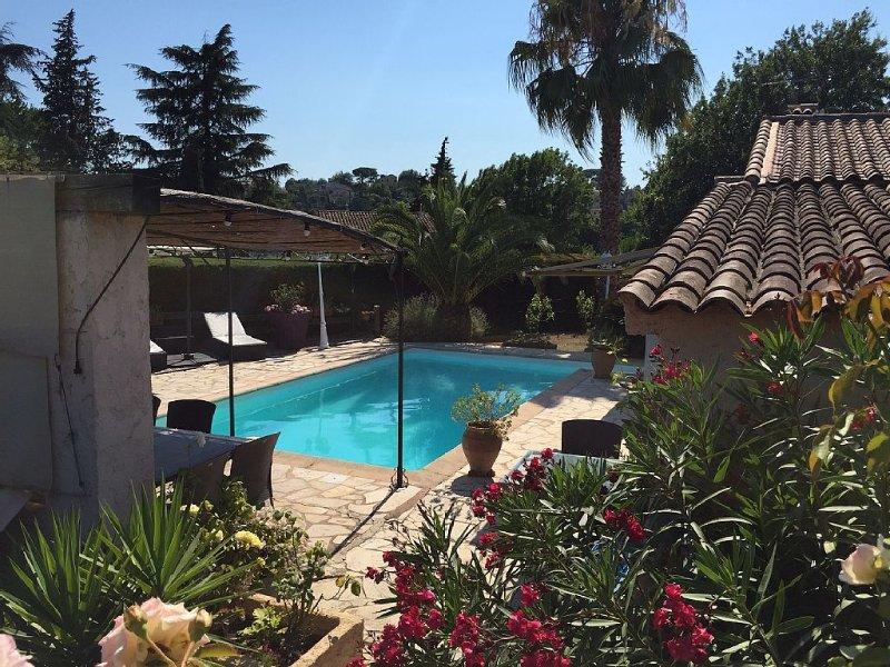 Small house 4 pers. 33m2 pool, alquiler vacacional en La Colle-sur-Loup