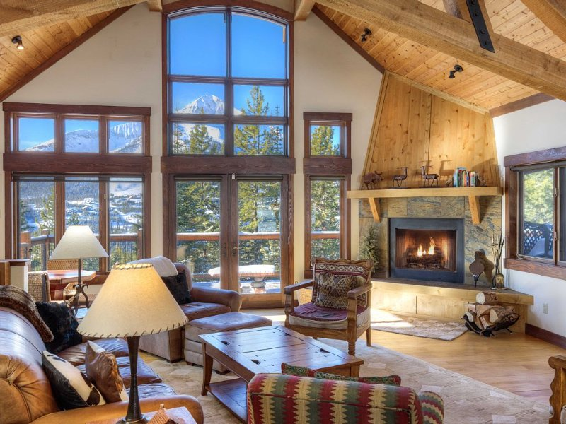 Luxury Chalet - Ski in Ski Out Access - Best views of Lone Mountain, holiday rental in Big Sky