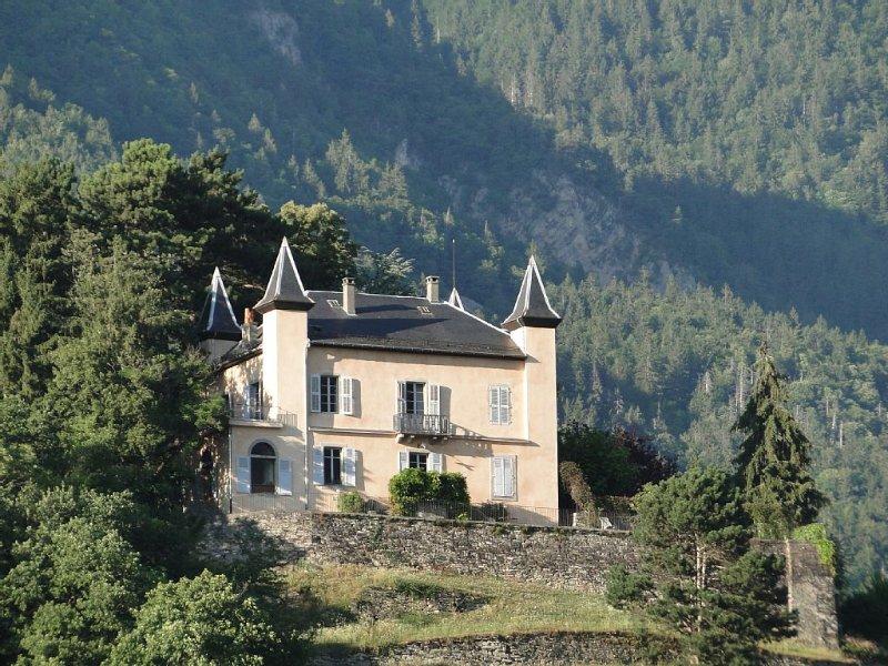 Château les Tours, vue panoramique, le charme d'une grande demeure familiale., vacation rental in Bonneville