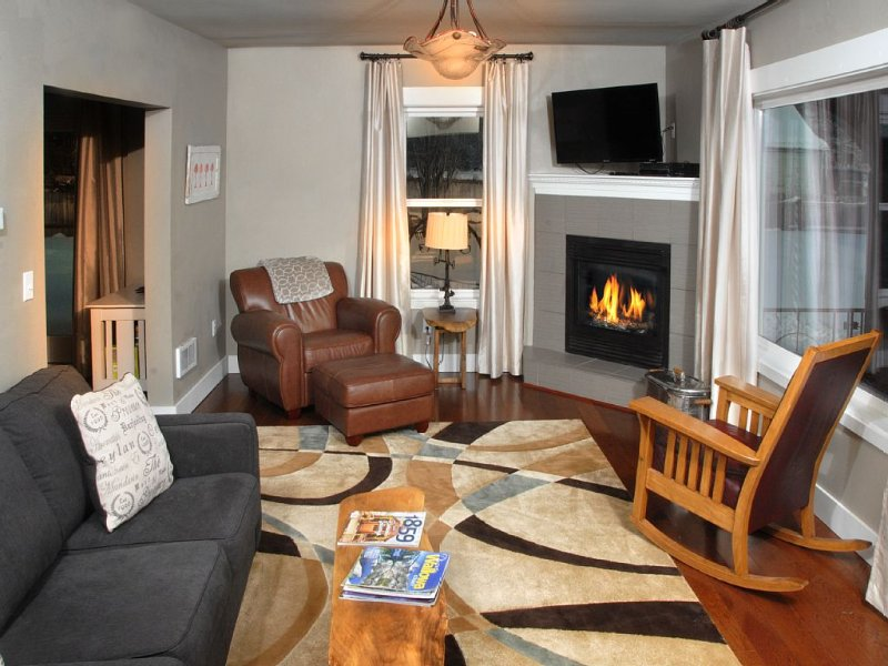 Beautifully renovated 1920's Bungalow with a large fenced yard in Enterprise, OR, holiday rental in Enterprise