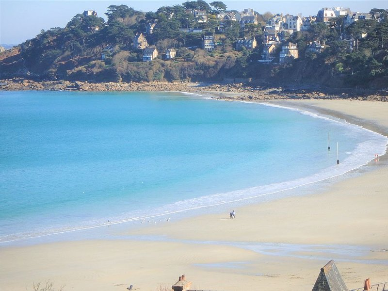Bel Appartement  Ensoleillé,Vue Mer, Accès direct à la plage à pied .  Wifi, location de vacances à Perros-Guirec