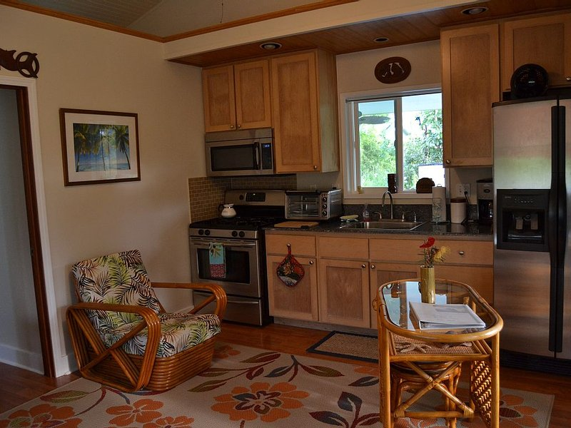 your own cottage, hear the ocean!, holiday rental in Keaau