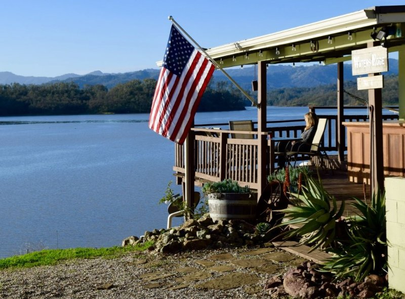 Lakefront Cottage, Desirable Bee Rock Location - 1 of 7 Private Peninsula Units, location de vacances à Lake Nacimiento