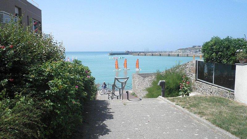Appartement accès direct plage, location de vacances à Granville
