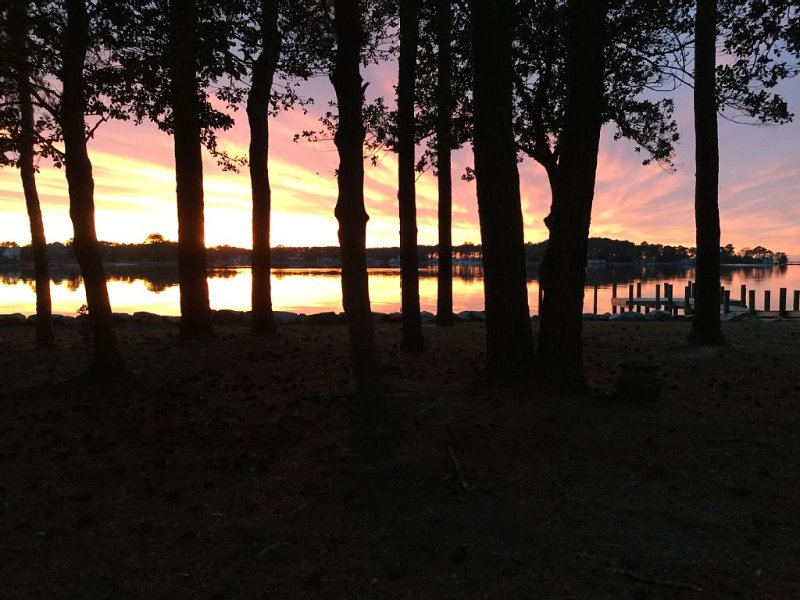 Located on Chesapeake Bay. Gorgeous Sunsets Abound., holiday rental in Exmore