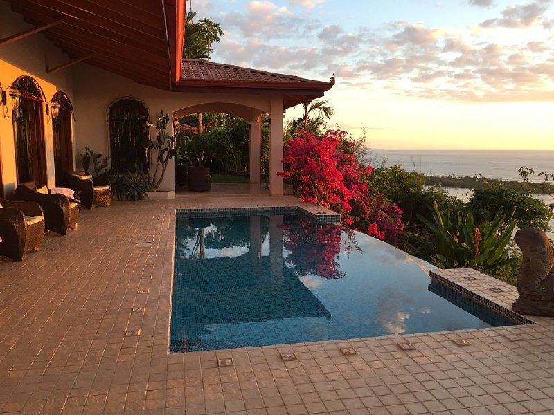 Pacific Coastal Luxury Villa. Oceanfront View! Si Sea See!, holiday rental in San Buena