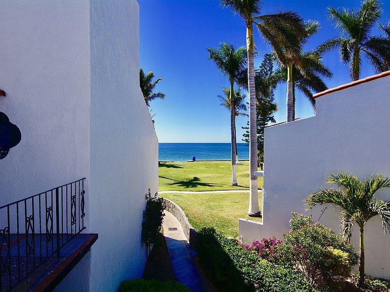 Pilar Beach, Beautiful View Of The Beach And Estuary! 1 & 3 Bedroom Beach Condos, casa vacanza a San Carlos