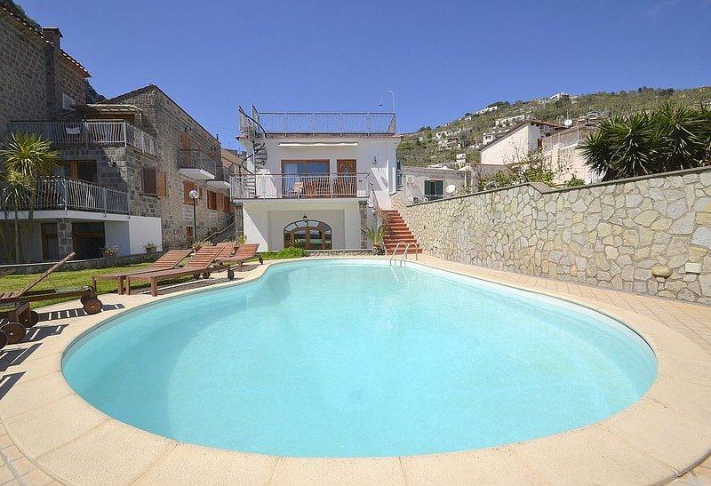 Residence Serenata C is a charming apartment that is part of a villa. It featur, vacation rental in Nerano