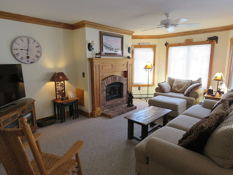 Jay Peak Ski-In/Ski-Out 2BR Upgraded Condo - Great Family Getaway, Ferienwohnung in Mansonville