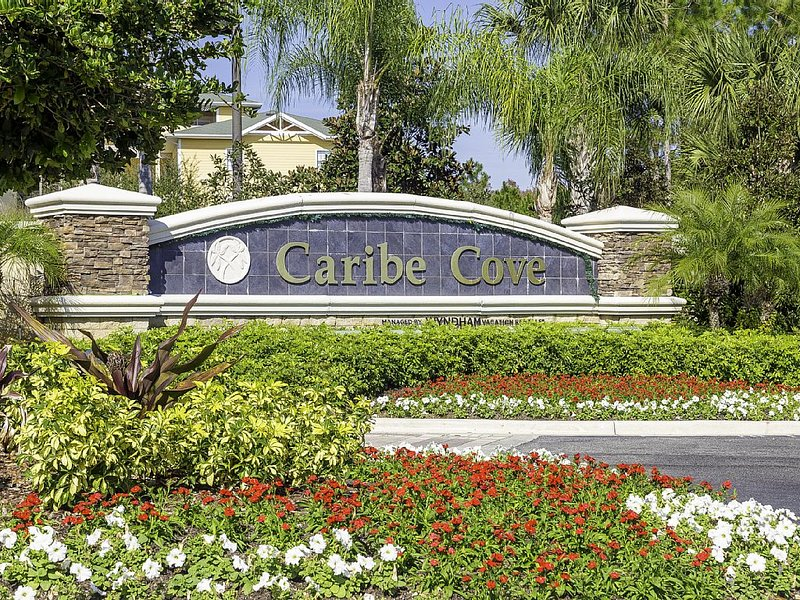Newly Renovated Platinum Rated 3 Bed Condo At Caribe Cove Resort, holiday rental in Four Corners