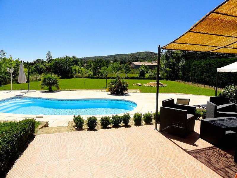 Near Uzes new-Villa 8 pers Deco neat Relaxation Sun-Calm-Pool View, vacation rental in Servas