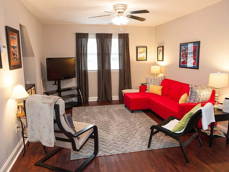 Clean, Convenient Location, Close To Many Attractions. Garage parking!, vacation rental in Concord