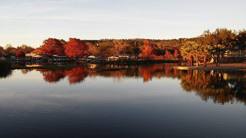 Constant-Level Lake LBJ - 3 BR Sleep 10, +2nd Home next door Sleeps 14 more, alquiler de vacaciones en Kingsland