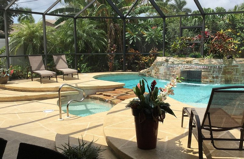 Treat yourself to a Wonderful Naples Vacation!, holiday rental in Naples