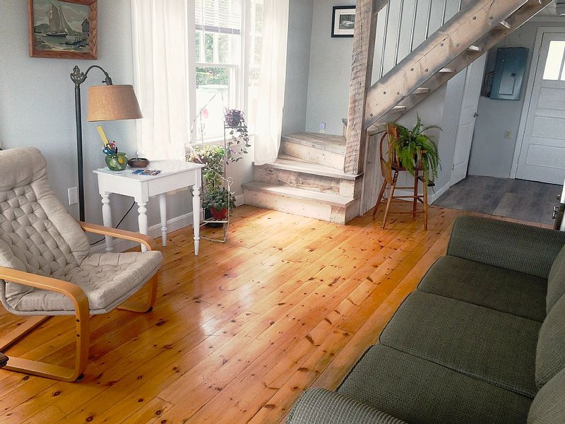 Coastal Cottage - Prospect Bay Oceanfront - Close to Halifax/Peggy's Cove & More, holiday rental in Halifax Regional Municipality
