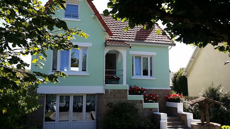 JULLOUVILLE PINS. VILLA KER CATHERINE., holiday rental in Manche